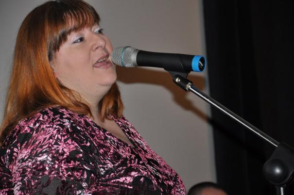 Berezvai Márta énekel (és trombitál)